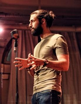 Mathieu Vénisse sur scène en conférence